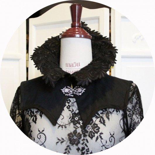 Col steampunk gothique en coutil noir avec bordure en guipure