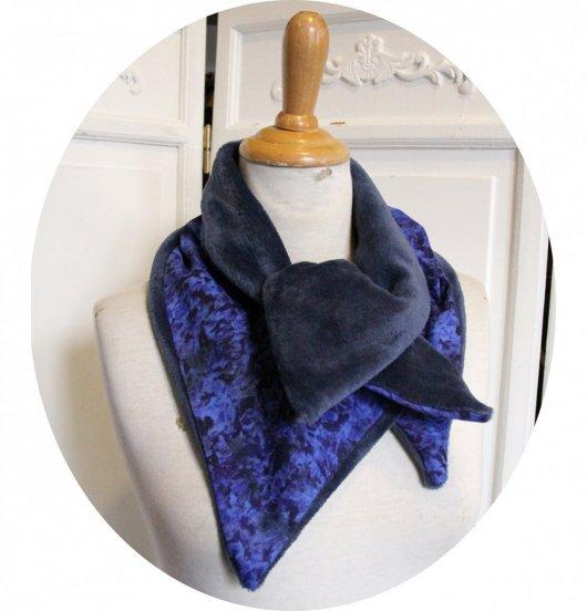 Col tour de cou bleu roi en batik et polaire bleue