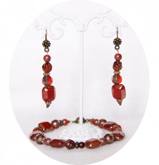 Ensemble bracelet et boucles d'oreilles en perles rouges et cuivre