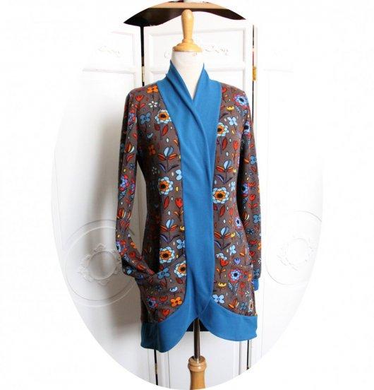 Gilet très long à poches en maille marron et bleue intérieur polaire