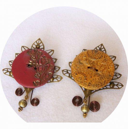 Grande broche bouton bordeau ou moutarde sur estampe bronze