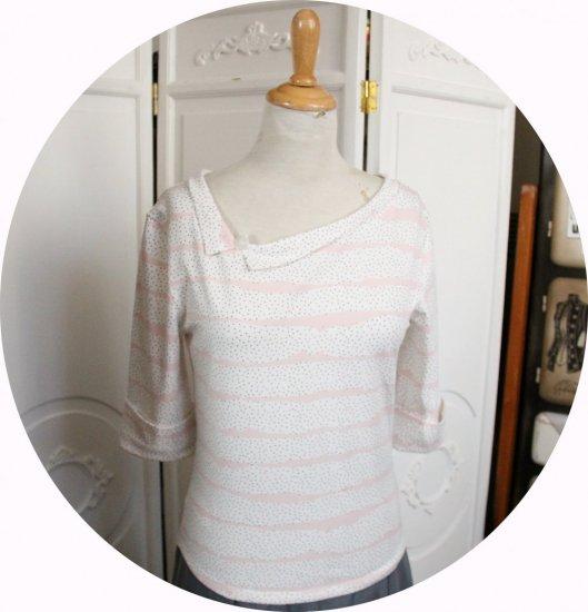 Haut tshirt à manches trois quart et encolure bateau en jersey blanc à mini pois noirs