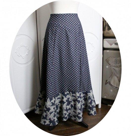 Jupe longue bleu jean à pois blanc et imprimé papillon