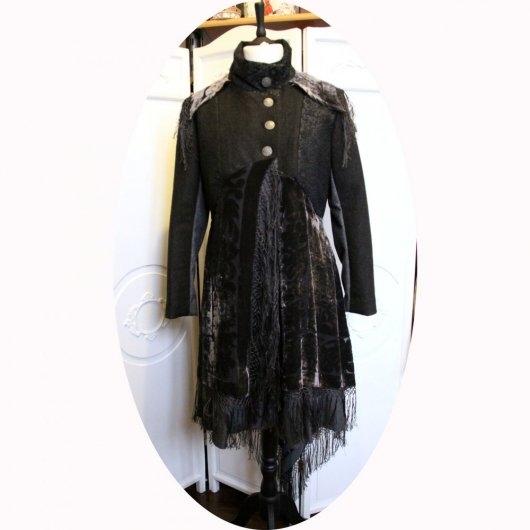 Manteau Spencer de forme trapèze en laine gris anthracite et chale en soie recyclé