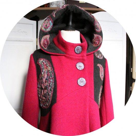 Manteau Spencer de forme trapèze en laine rose et gris foncé brodé à la main