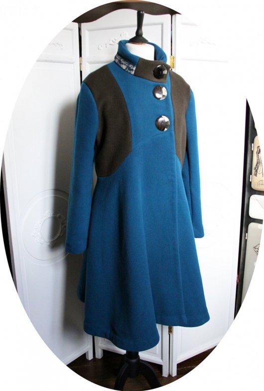 Manteau Spencer de forme trapèze en velours de laine bleu canard et motif renard roux