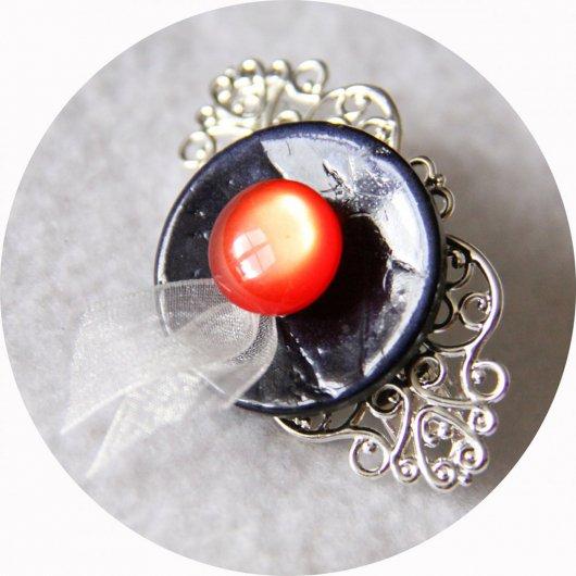 Petite barrette boutons bleu marine rouge et argent longueur 5cm