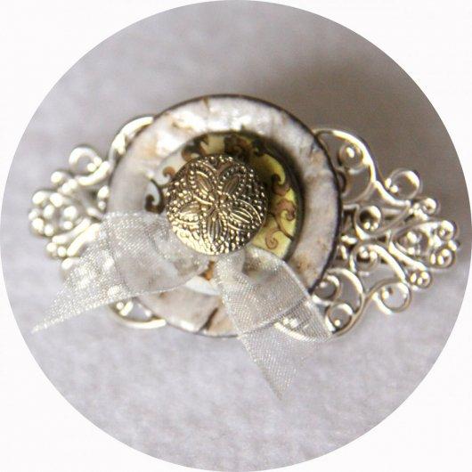 Petite barrette boutons nacre jaune et argent longueur 5cm