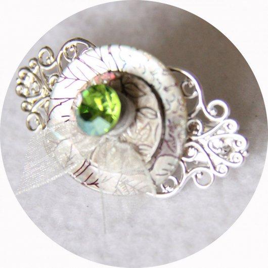 Petite barrette boutons nacre strass vert et argent longueur 5cm