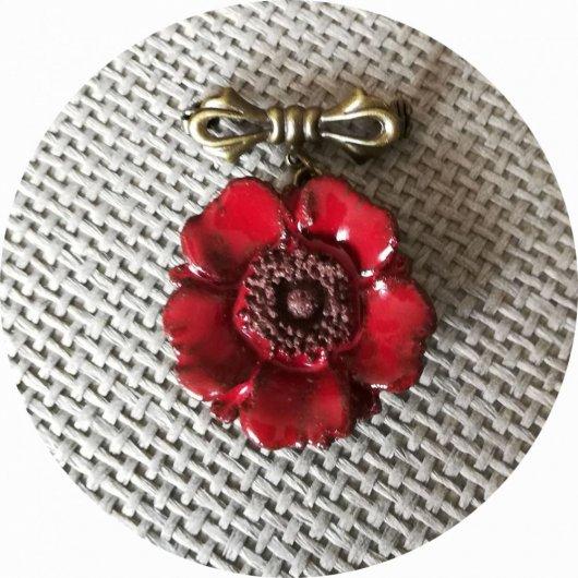 Petite broche coquelicot bouton en céramique rouge et attache bronze