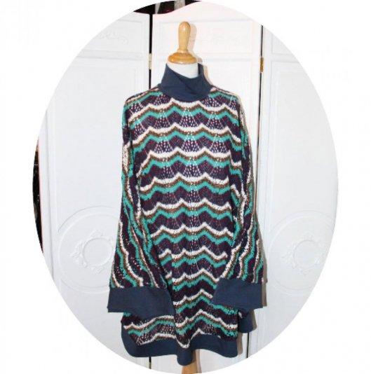 Poncho cape en maille coton ajourée bleu vert violet blanc motif vagues