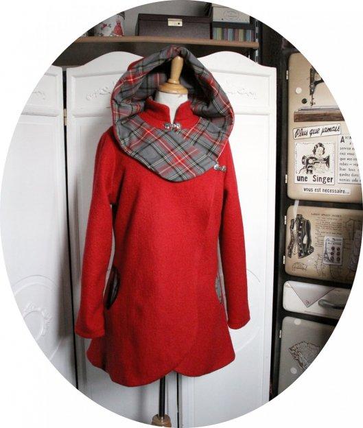 Veste croisée en laine bouillie rouge et tissu écossais gris