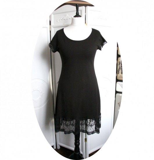 Robe noire courte trapeze 'P'tit Basique' en jersey noir et dentelle noire