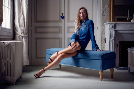 Tunique longue à col écharpe et manches longues en maille de coton bleu et double gaze pissenlit