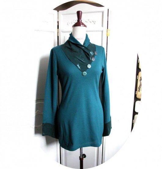 Tunique longue à col écharpe et manches longues en maille coton verte et imprimé libellule