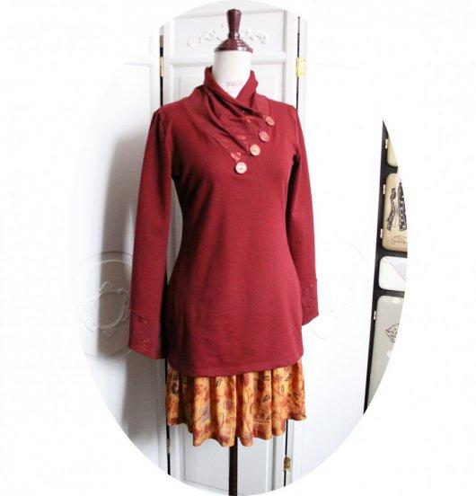 Tunique longue à col écharpe et manches longues en molleton gratté bordeaux et imprimé libellule