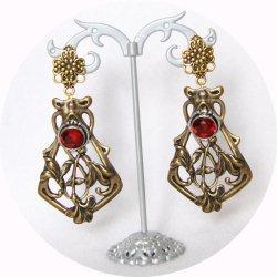 Boucles d'oreilles pendantes Art Nouveau rouge rubis et estampe en laiton doré