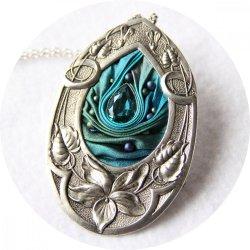 Collier médaillon goutte en ruban de soie shibori bleu et cadre argenté Art Nouveau