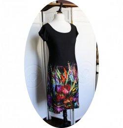 Robe noire courte trapeze 'P'tit Basique' en maille noire imprimée fleurs colorées