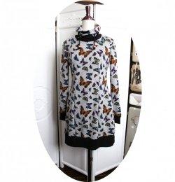 Robe sweatshirt col montant en molleton gris imprimé de papillons et détails noirs