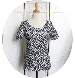 Top P'tit Basique tshirt noir à fleurs blanches et coeur doré